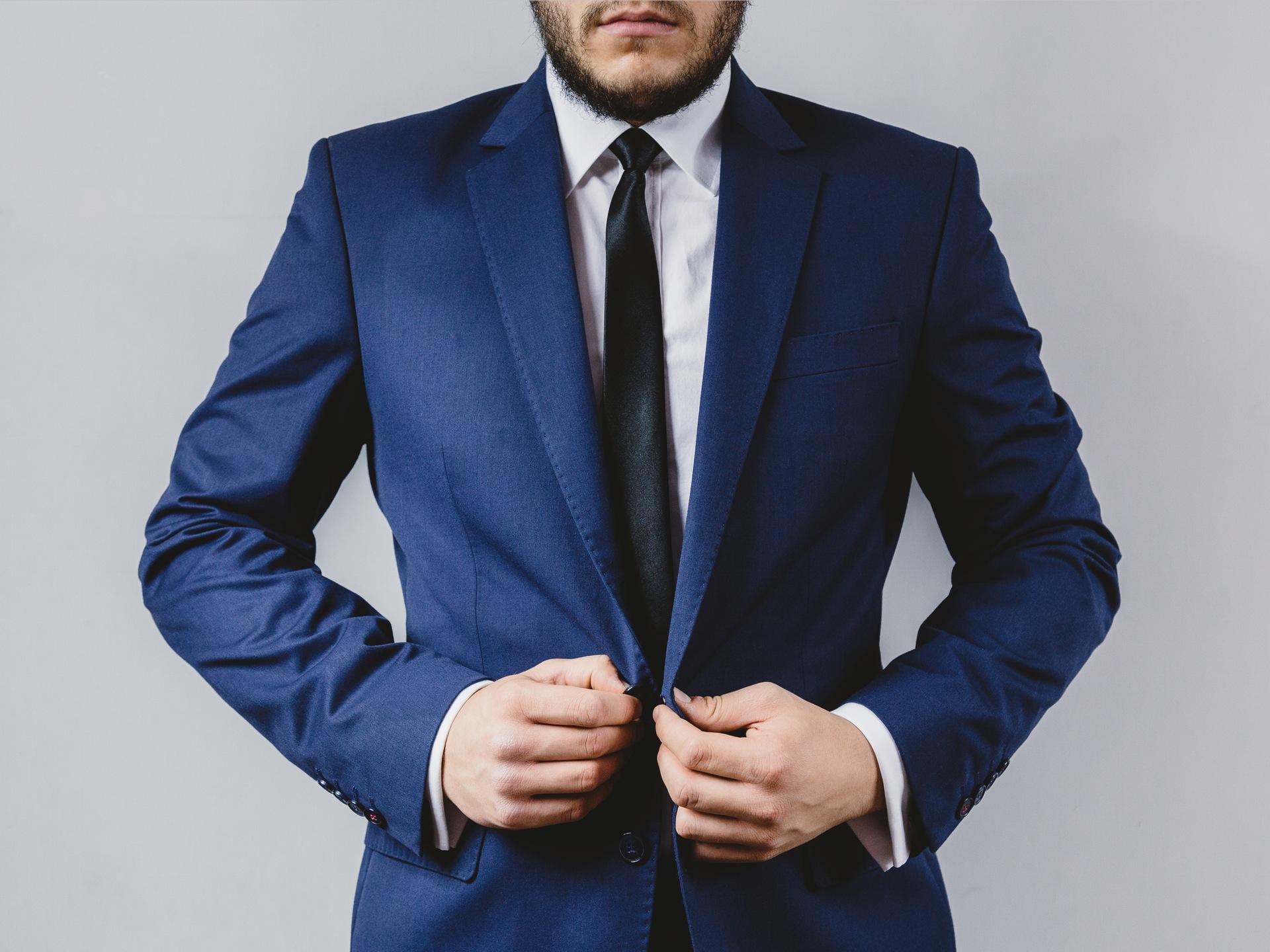 suit-portrait-preparation-wedding.jpg