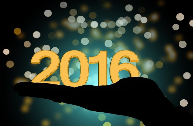 Nyår - pixabay.comsvhand-h%C3%A5lla-ny%C3%A5rsdagen-ny%C3%A5rsafton-1036494